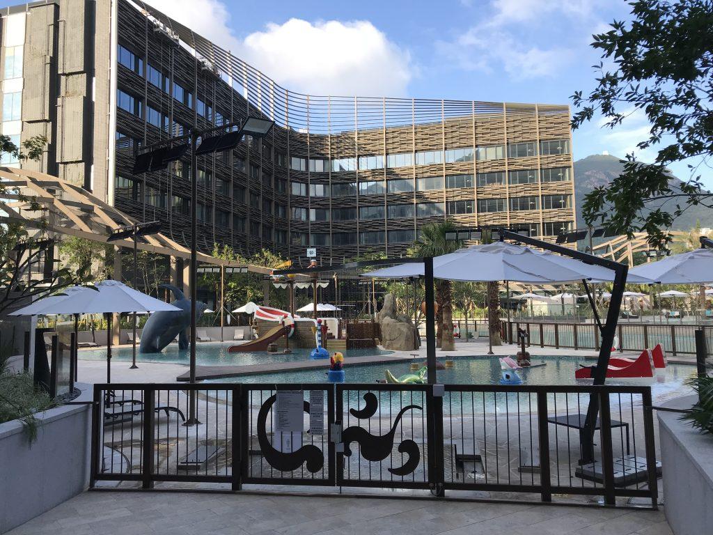 海洋公園萬豪酒店-Lagoon(佢地唔叫泳池) 水是凍的,但現時仲未開放