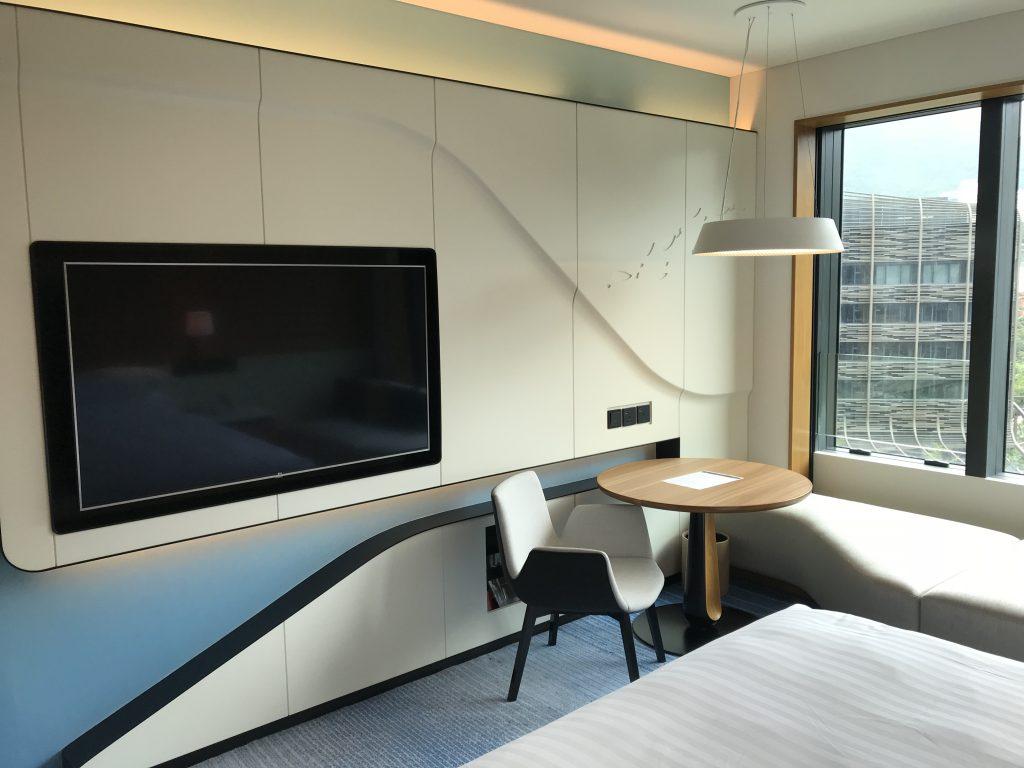 海洋公園萬豪酒店-電視有個架可以調效角度