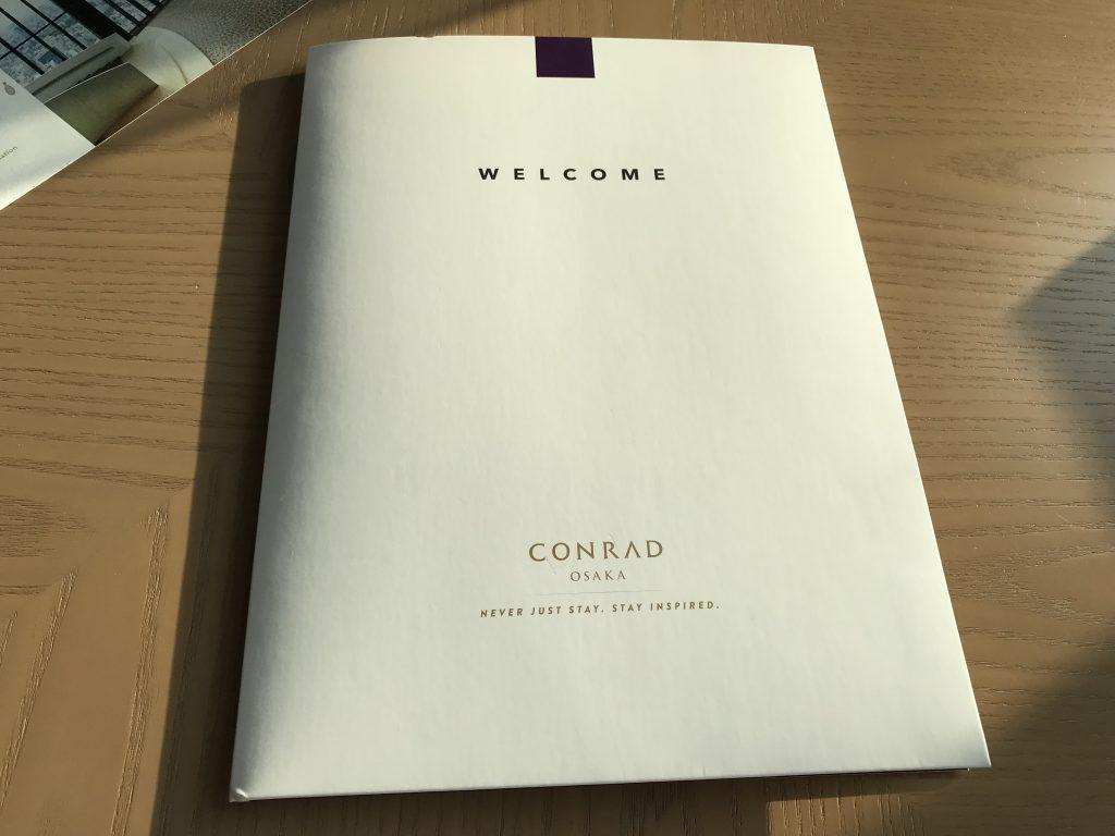 大阪康萊德酒店-房間書檯有文件夾