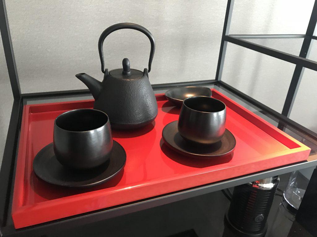 Conrad Osaka-餐飲吧有茶壺及茶杯