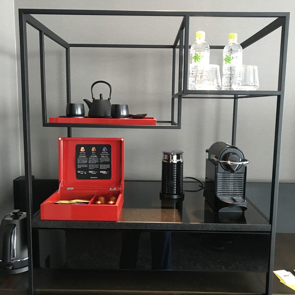 Conrad Osaka-餐飲吧有熱水壼、茶具、免費樽裝水、Nespresso 咖啡機及咖啡膠囊
