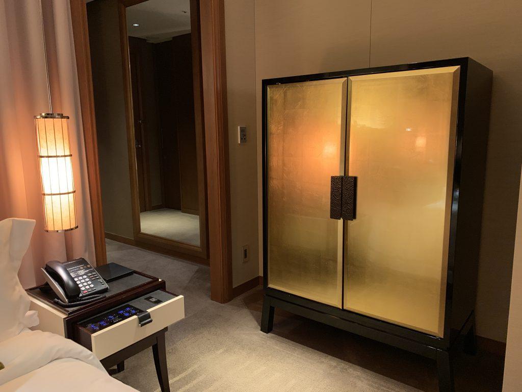 大阪瑞吉酒店-這不是衣櫃,是餐飲櫃