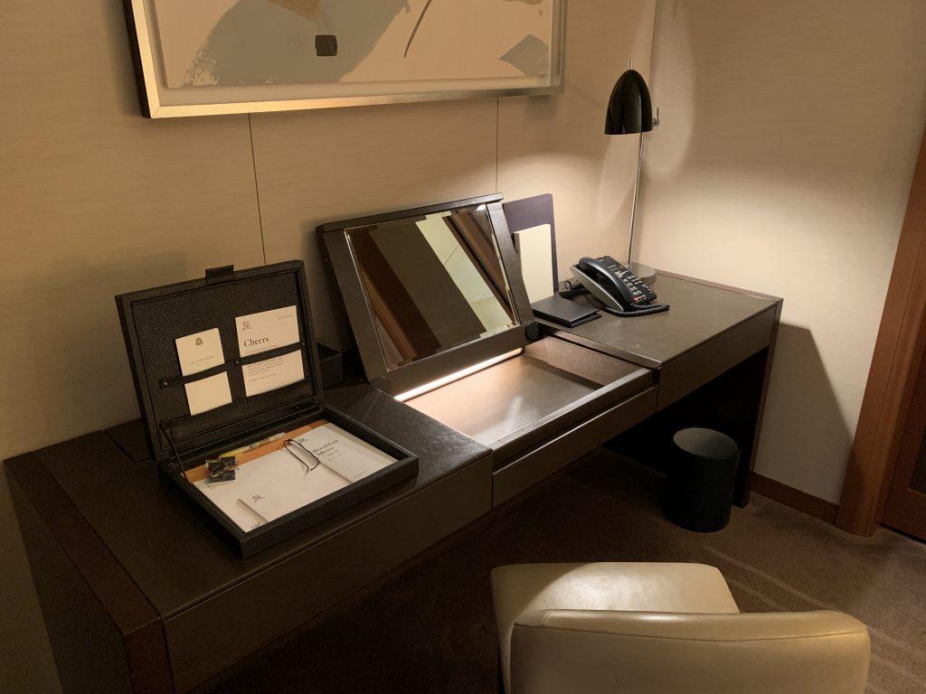 大阪瑞吉酒店-房間書桌