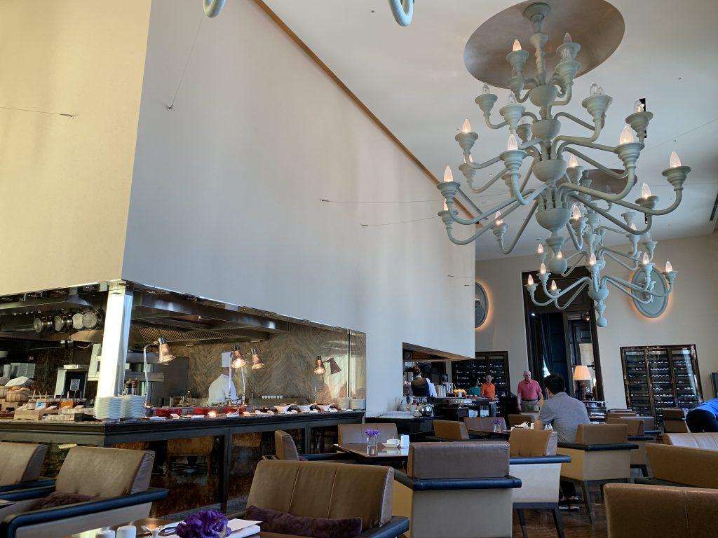 大阪瑞吉酒店La Veduta 餐廳-餐廳樓底高