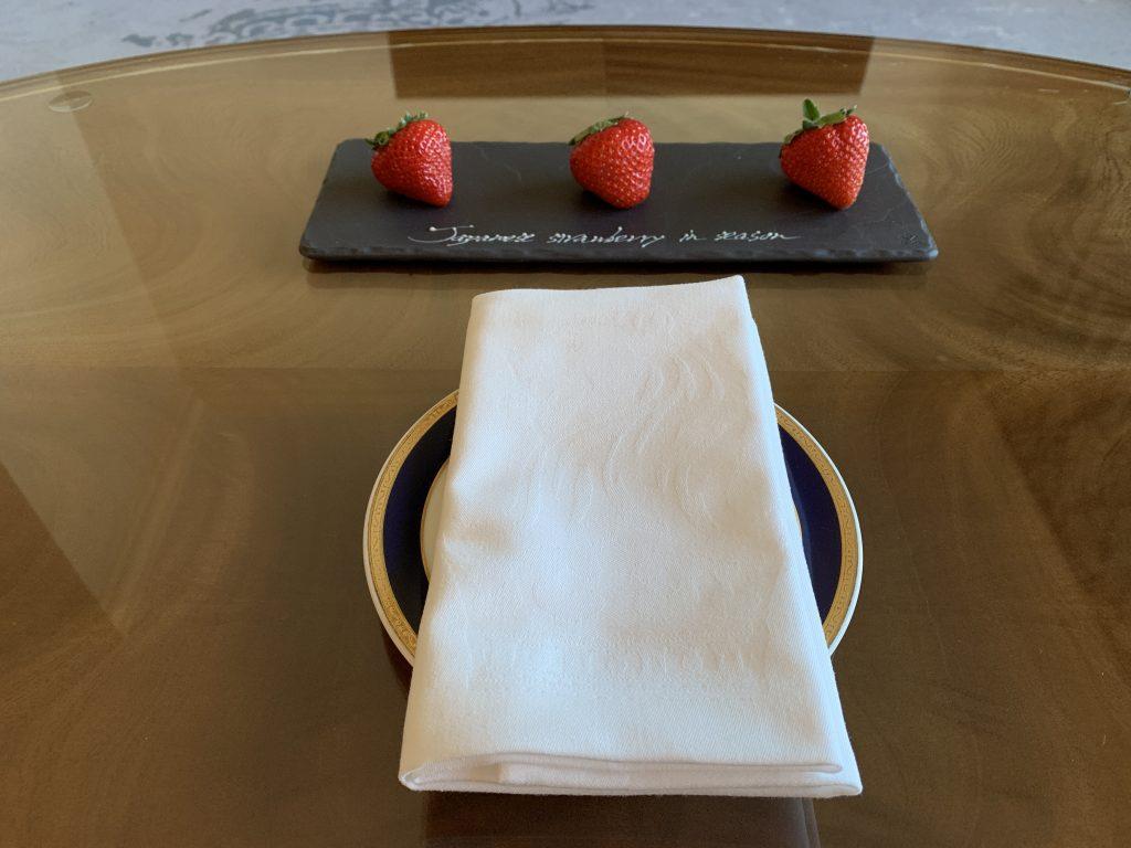 大阪麗思卡爾頓酒店-是次迎賓水果是草莓