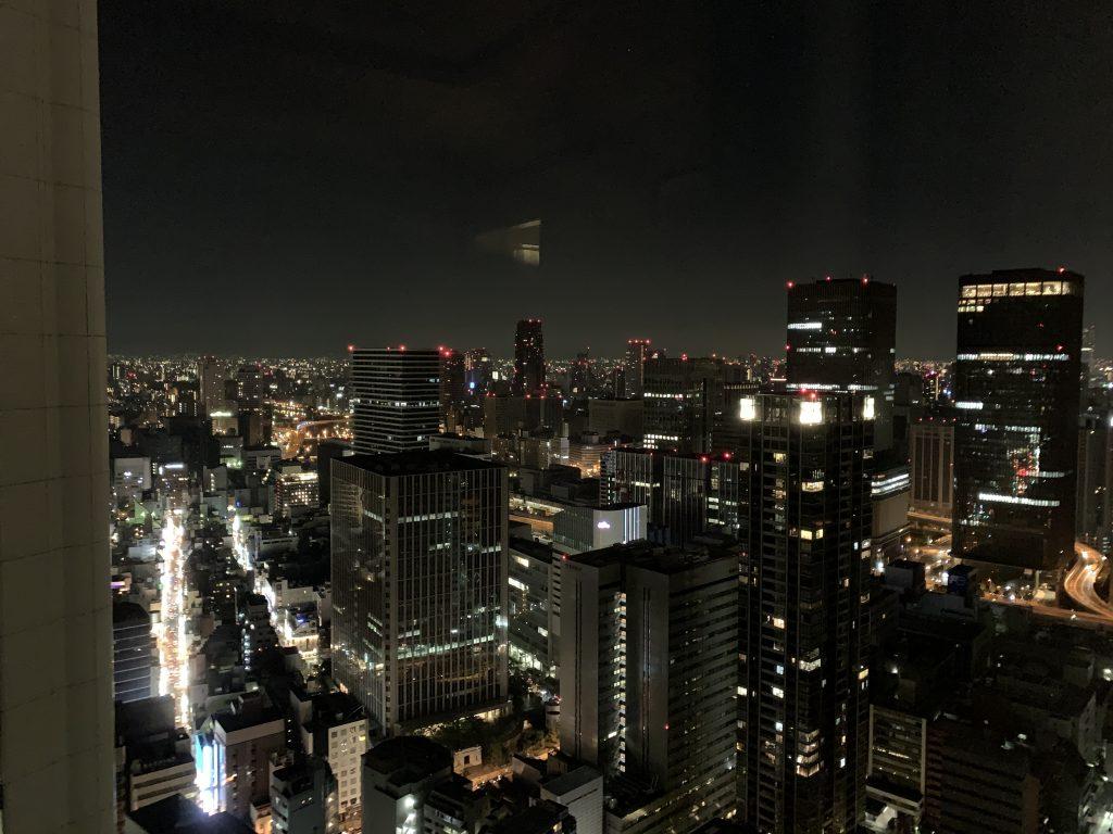 The Ritz-Carlton Osaka-睡房窗外的大阪夜間都市景色同樣美麗