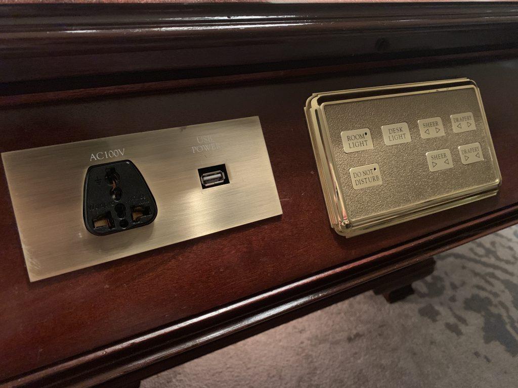 The Ritz-Carlton Osaka-各式插座及燈掣