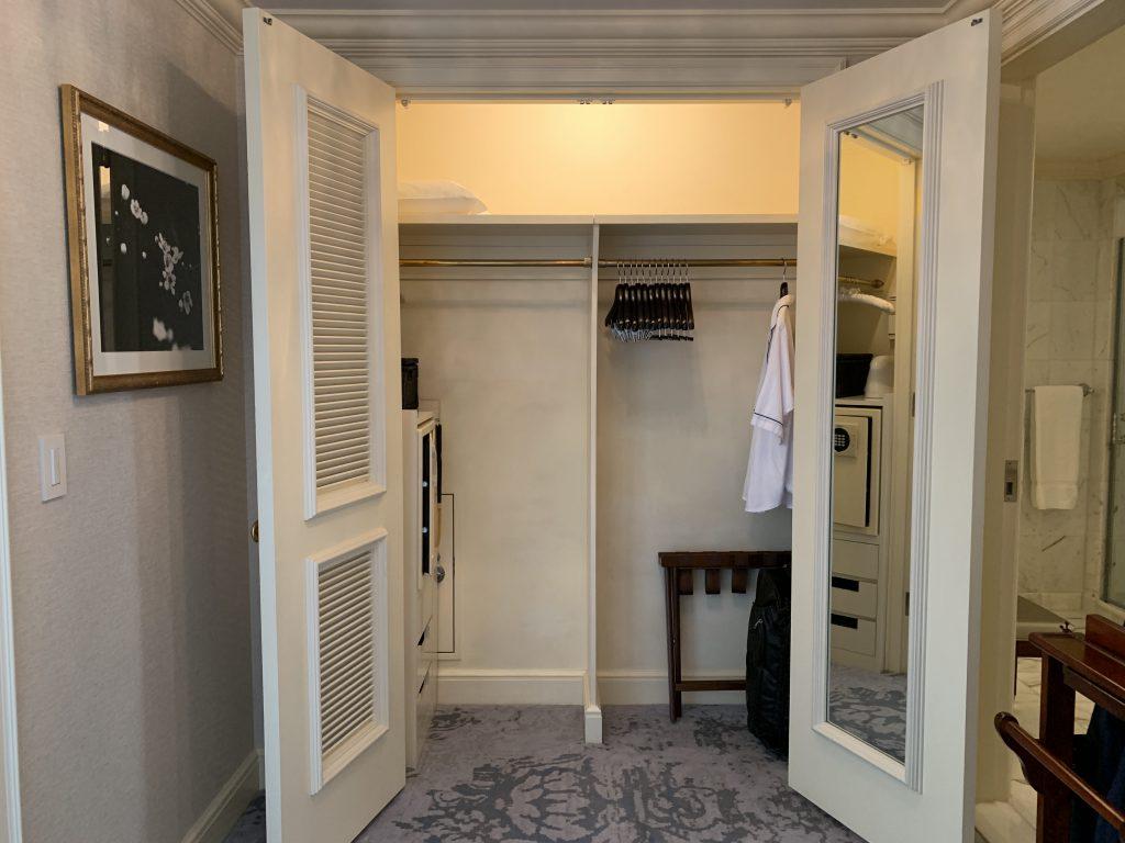 The Ritz-Carlton Osaka-衣帽間比其他酒店大,放置多幾件衣服也不怕
