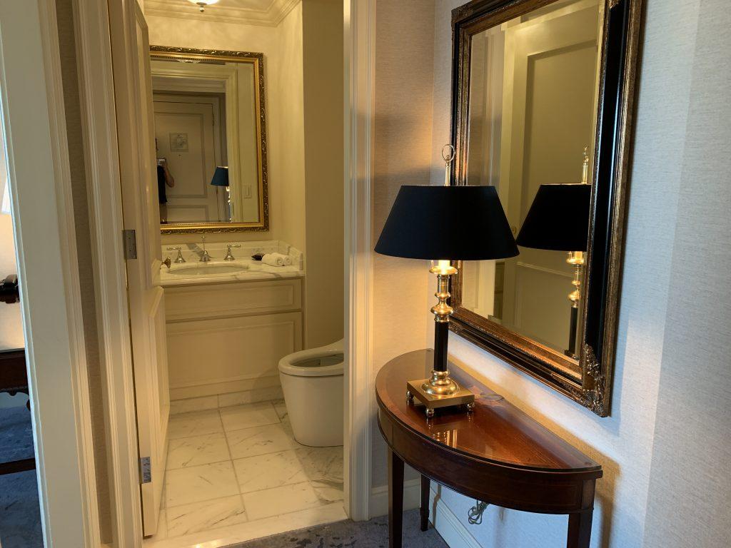 大阪麗思卡爾頓酒店-一進入房間便見到獨立坐廁間