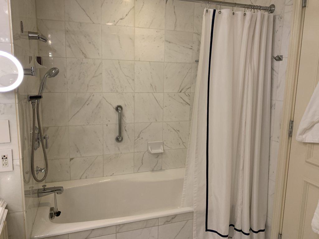 大阪麗思卡爾頓酒店-浴室浴缸夠大