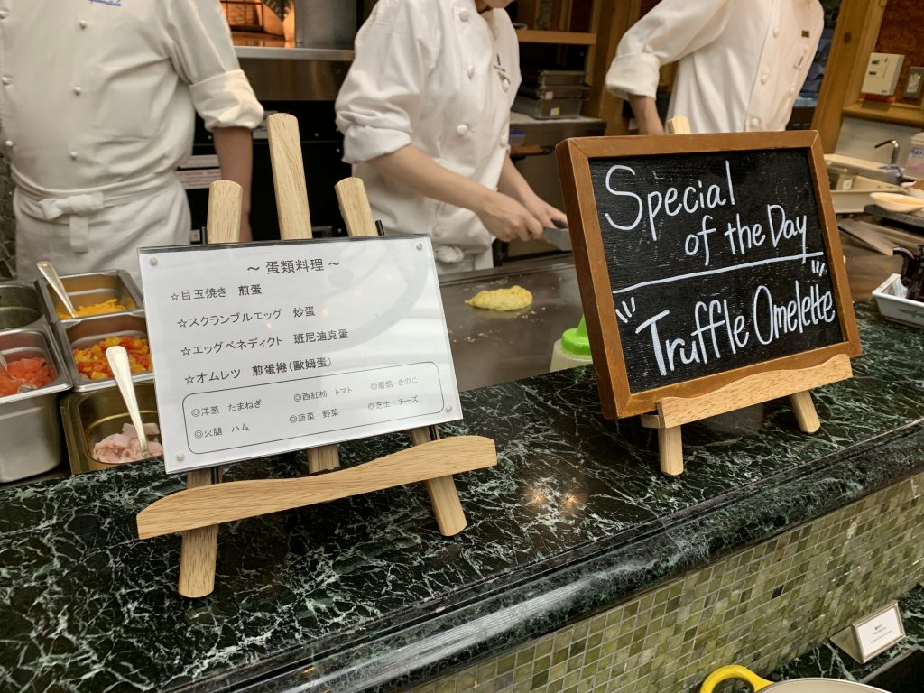 The Ritz-Carlton Osaka Splendido餐廳-廚師即席烹調各種蛋類類料理,當天有黑松露奄列