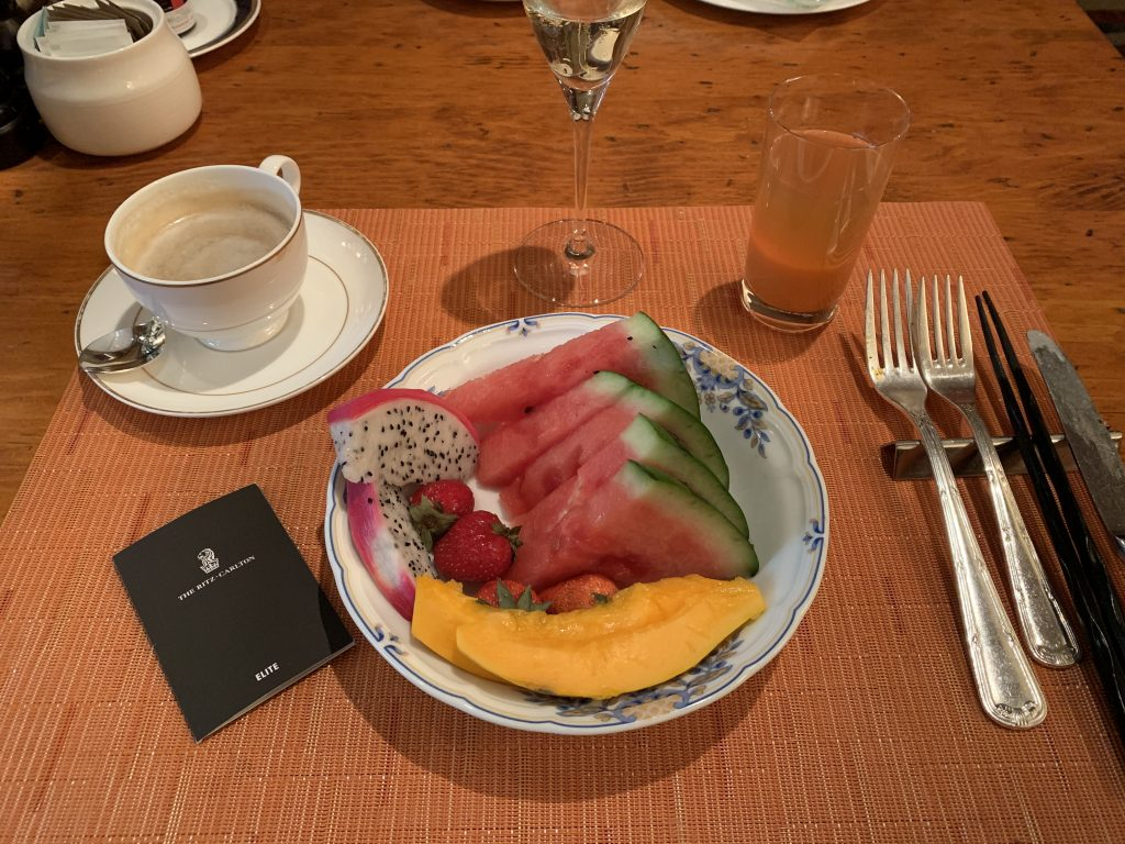 The Ritz-Carlton Osaka Splendido餐廳-早餐還吃了水果
