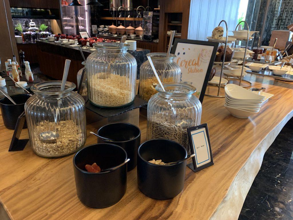 Hilton Sukhumvit Bangkok Scalini餐廳-西式穀類早餐