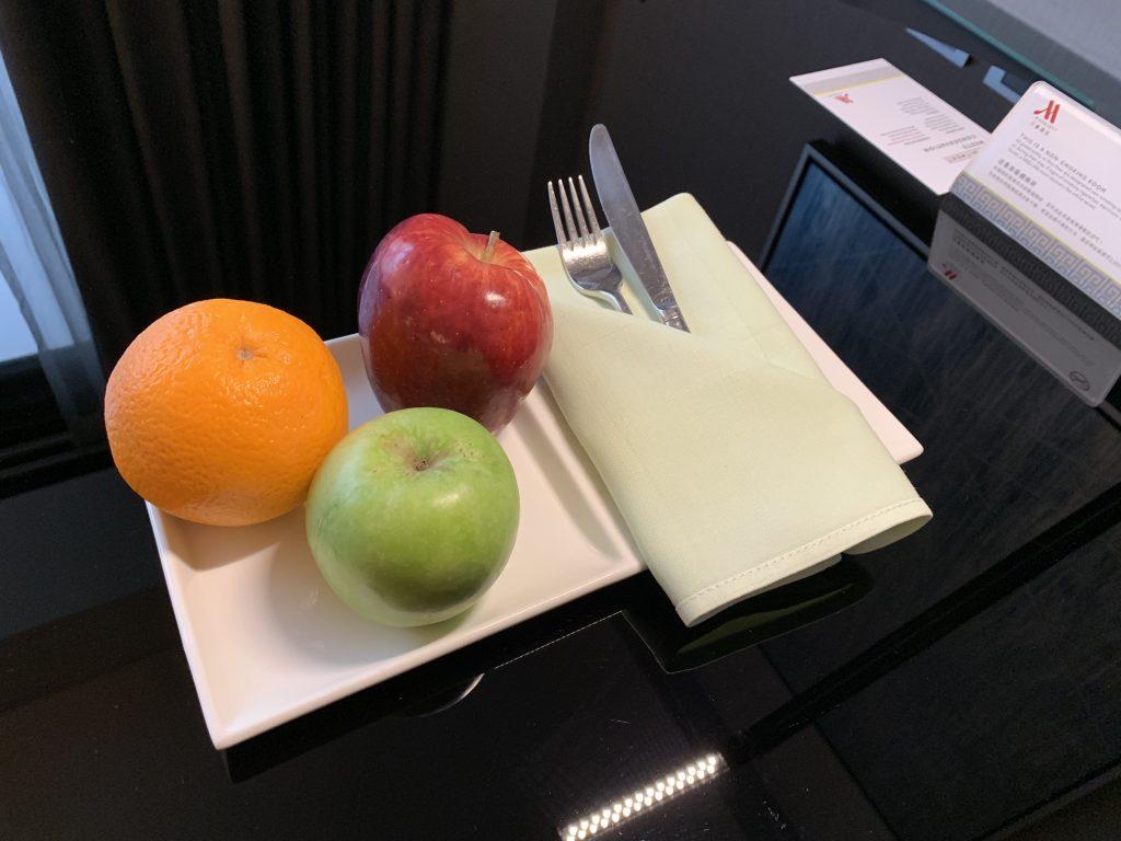 香港天際萬豪酒店-迎賓水果及餐具