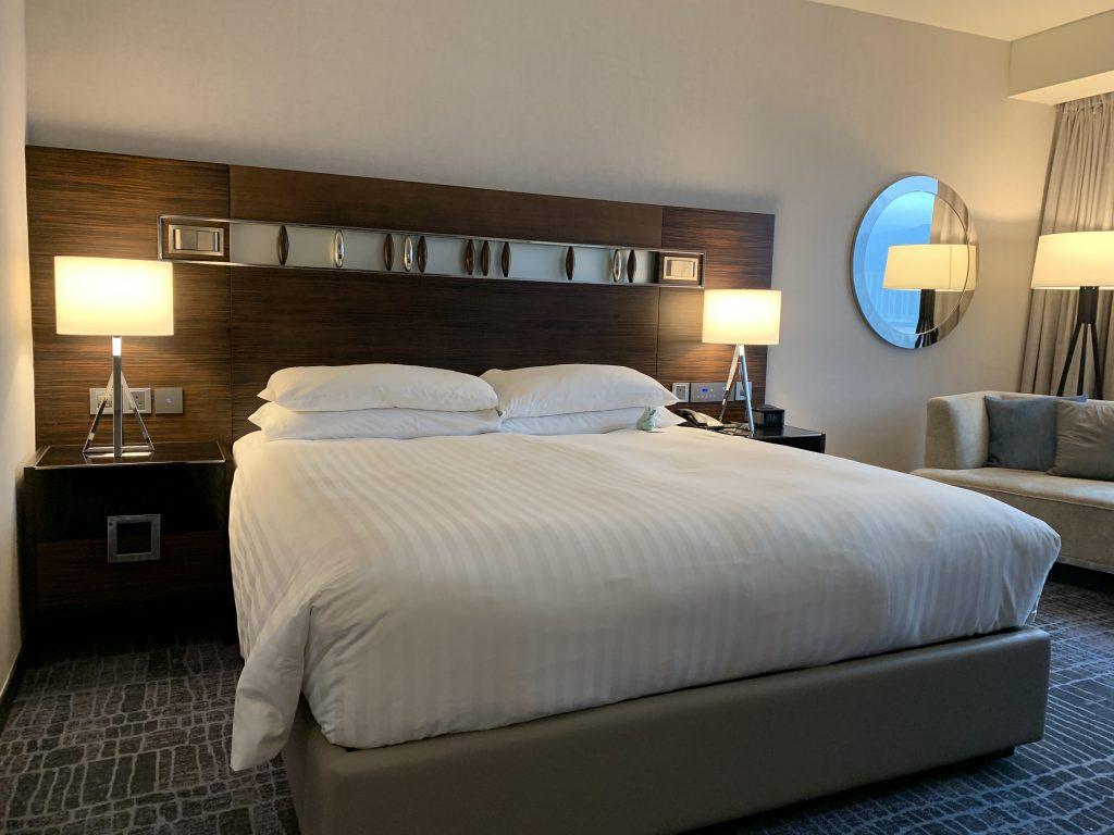 香港天際萬豪酒店-房間的King Size床好像比其他洒店要小一點,但仍然舒服