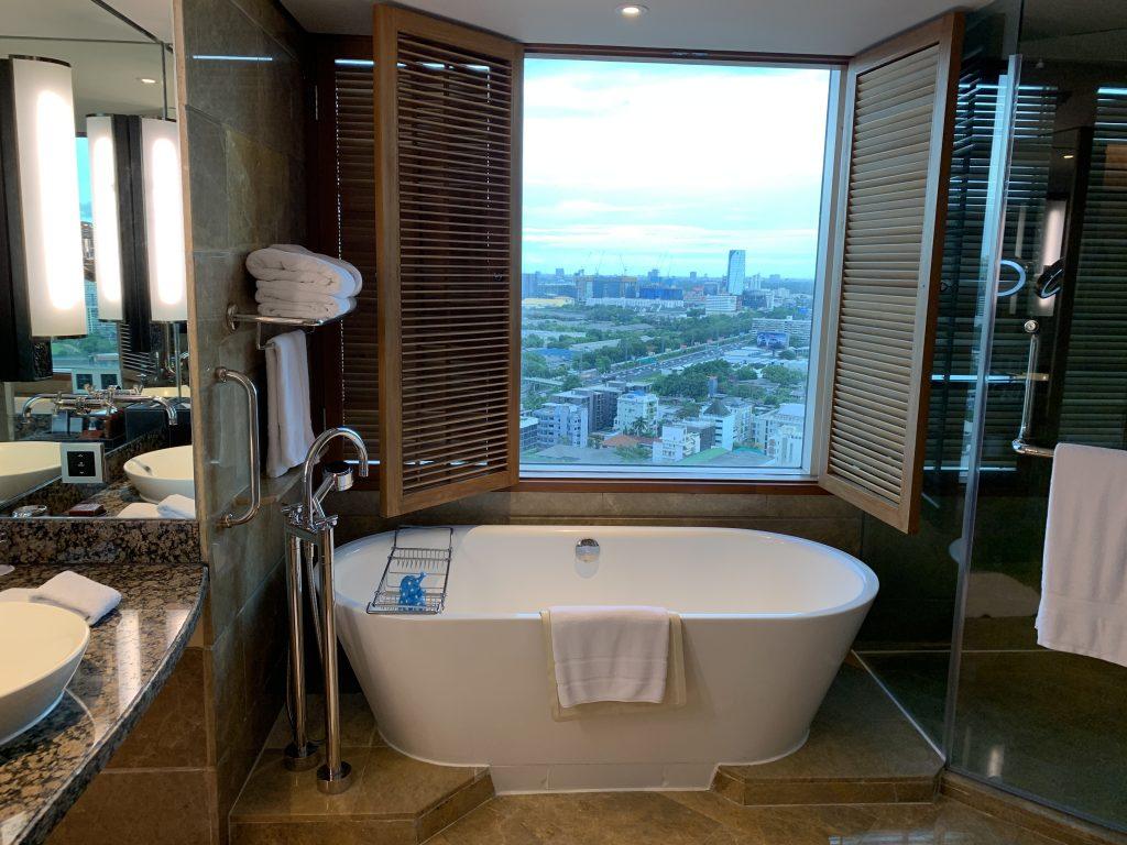 曼谷港麗酒店-浴缸盡覽曼谷景色