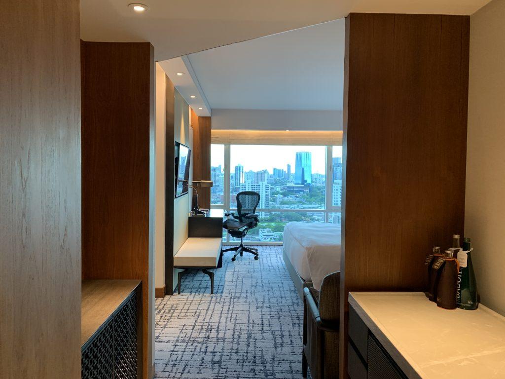 曼谷港麗酒店-房間玄關及餐飲吧