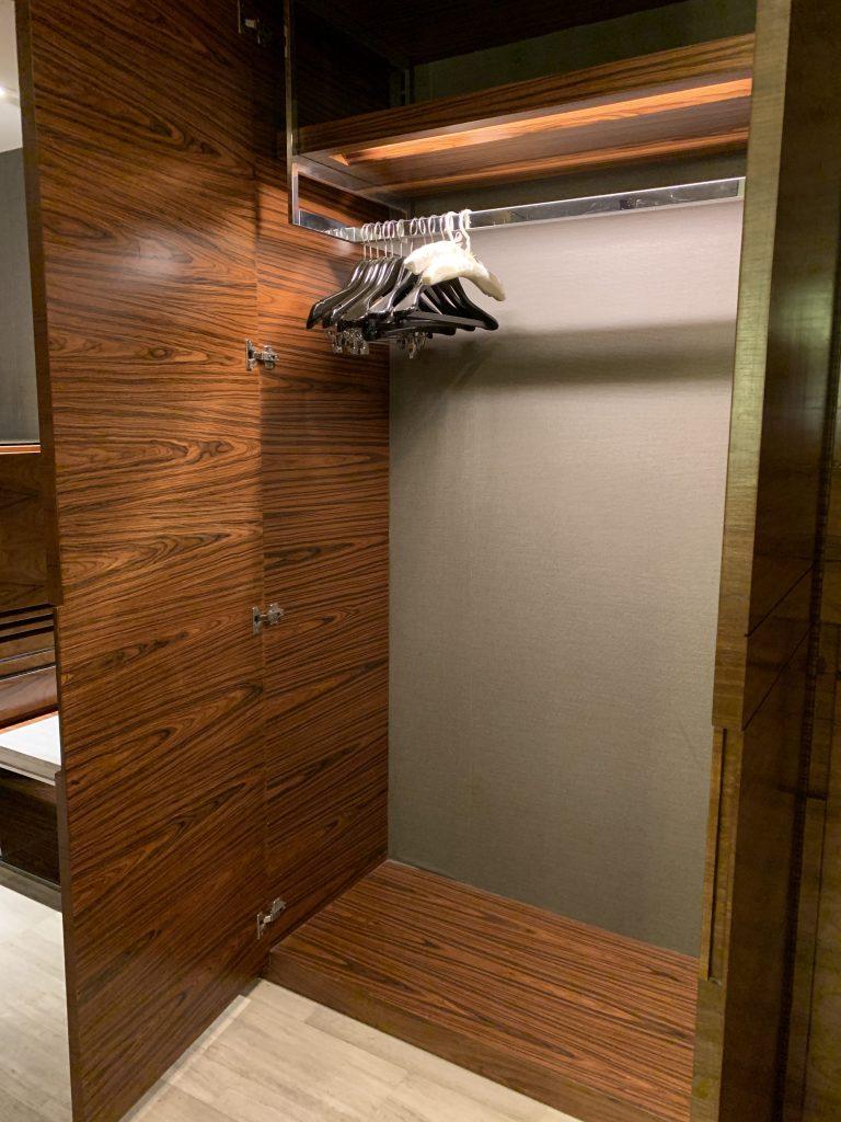 曼谷希爾頓素坤逸酒店-衣櫃