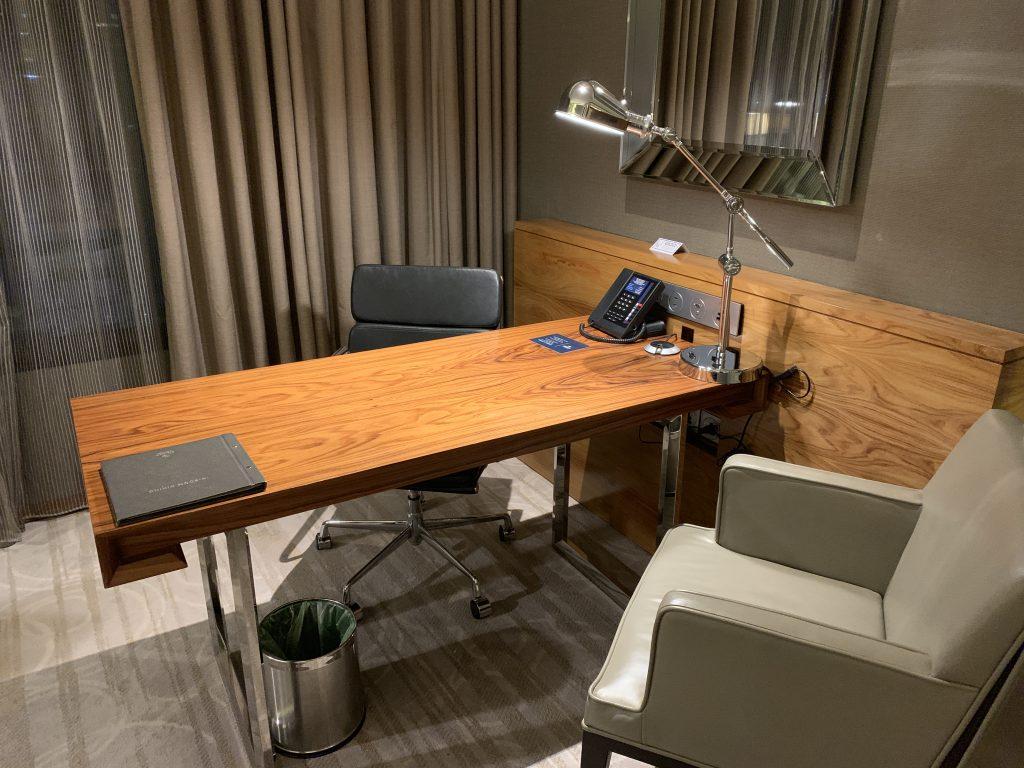 曼谷希爾頓素坤逸酒店-書桌
