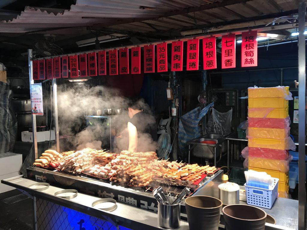 Hilton Taipei Sinban周邊-南機場夜市有許多美食