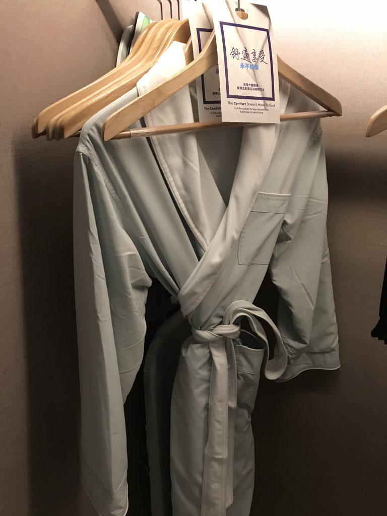Hilton Taipei Sinban-房間衣櫃有浴袍