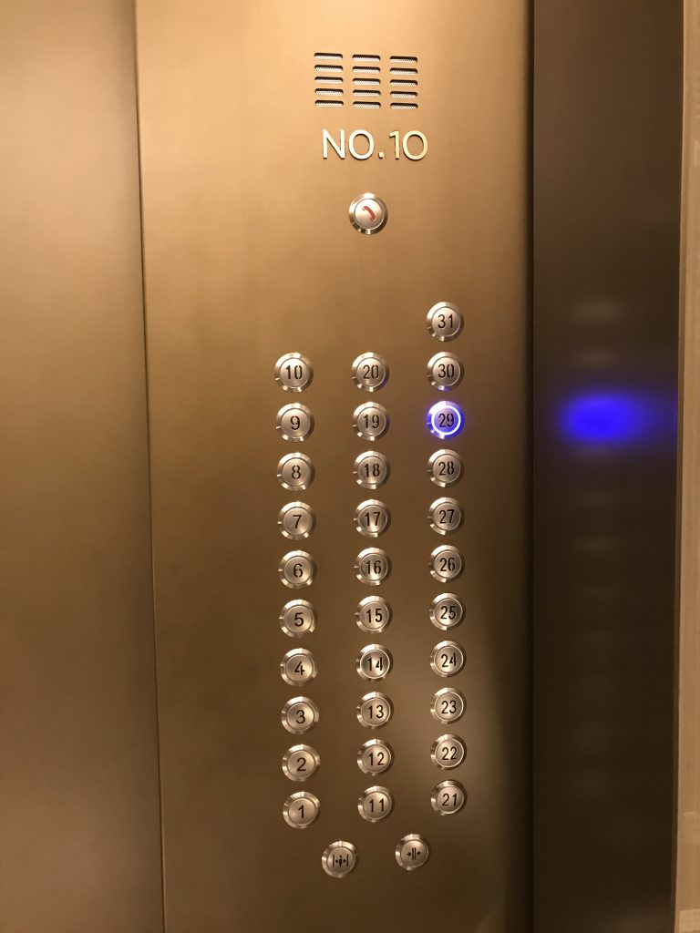 Hilton Taipei Sinban設施-酒店升降機按鈕