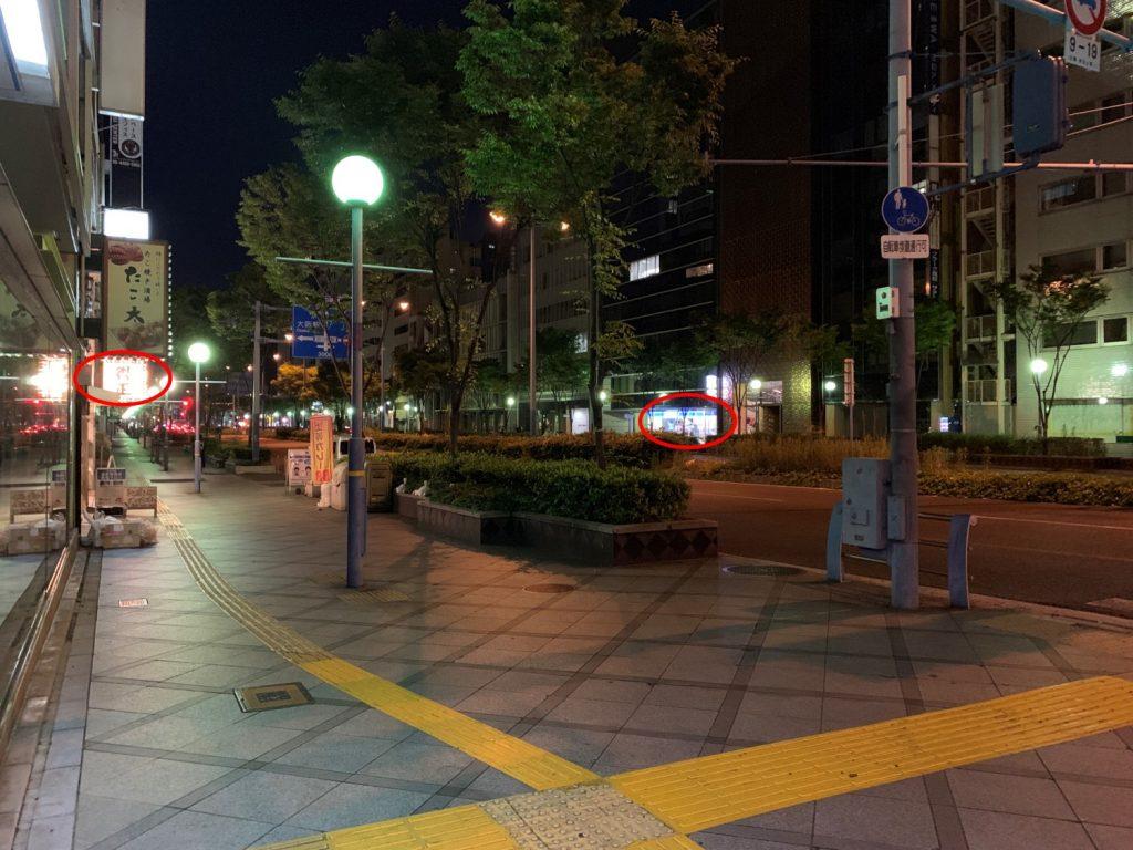 大阪麗思卡爾頓酒店周邊-酒店附近街道左側是得正咖喱專賣店,右側是便利店(紅圈所示)