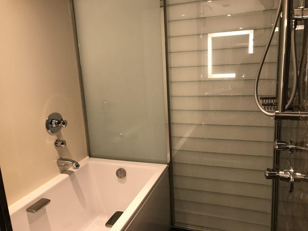 Hilton Tokyo-浴室有日式趟門可與套房分隔