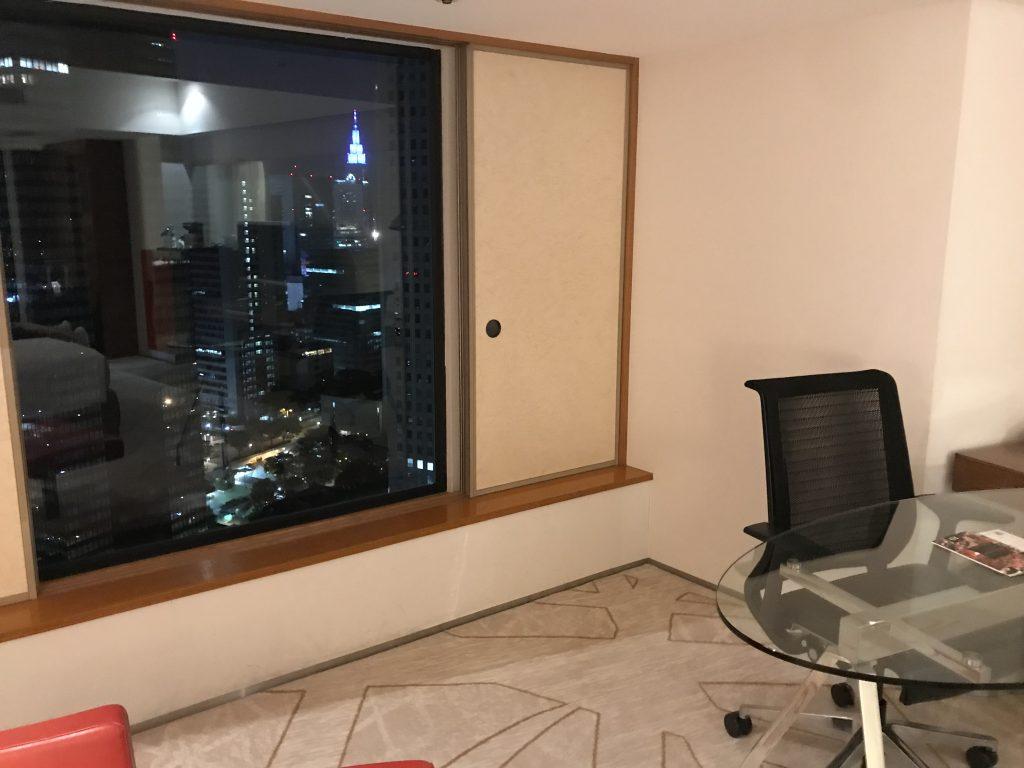 Hilton Tokyo-房間一樣有日式窗,可欣賞東京都市景致