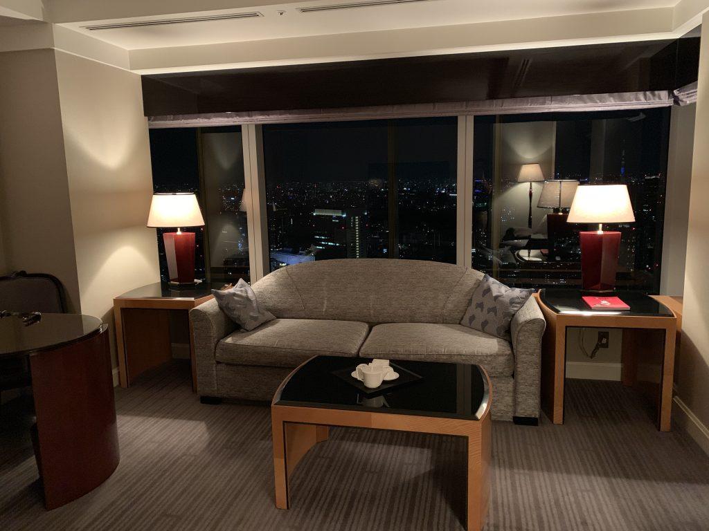 東京麗思卡爾頓酒店-客廳雙人沙發