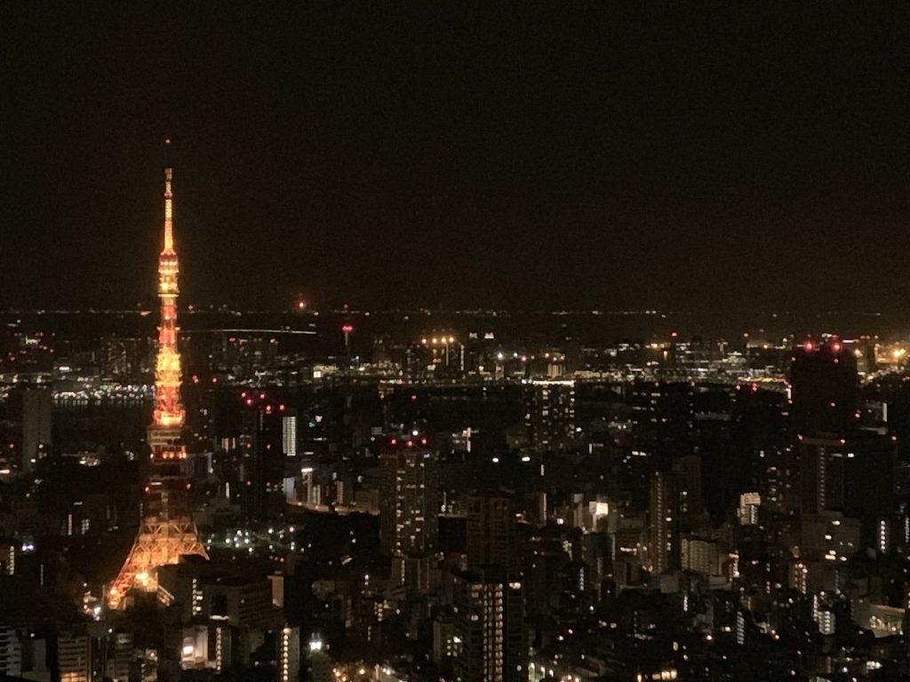 The Ritz-Carlton Tokyo-套房客廳可望到東京鐵塔