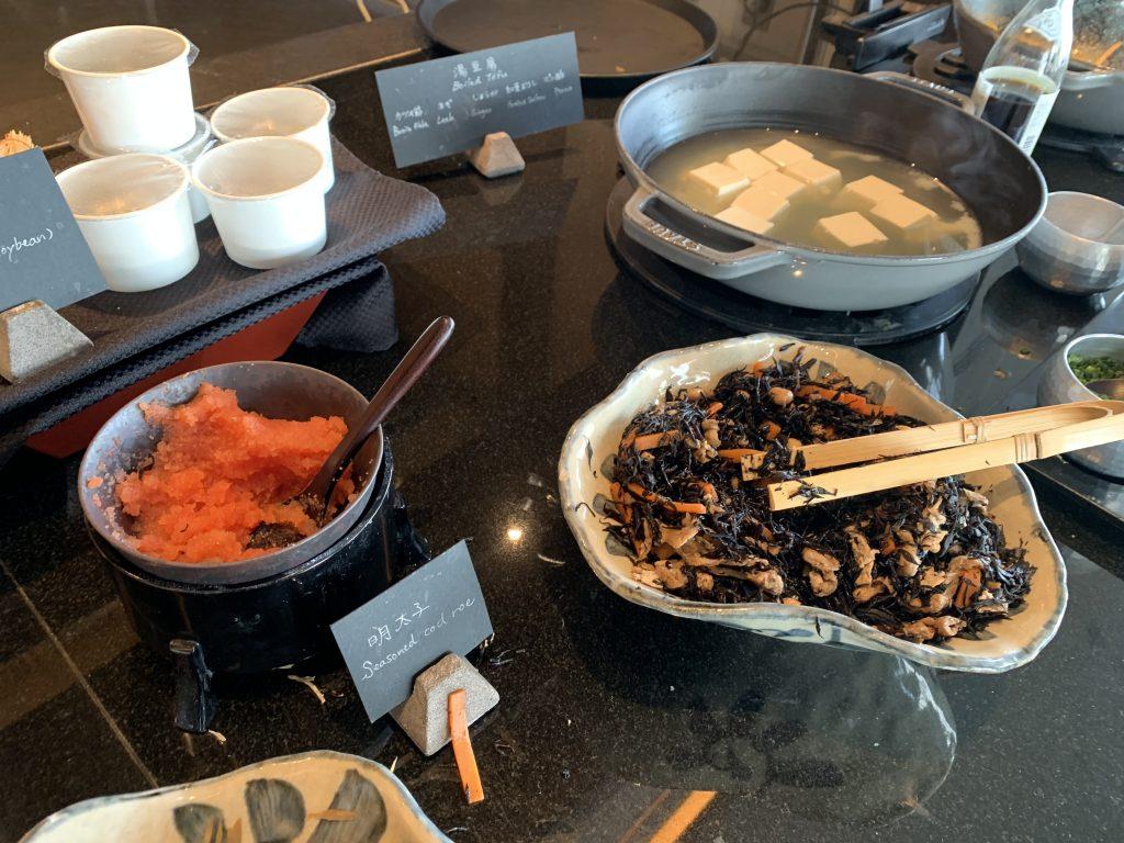東京麗思卡爾頓酒店Towers-日式醃菜及湯豆腐,有我最愛明太子