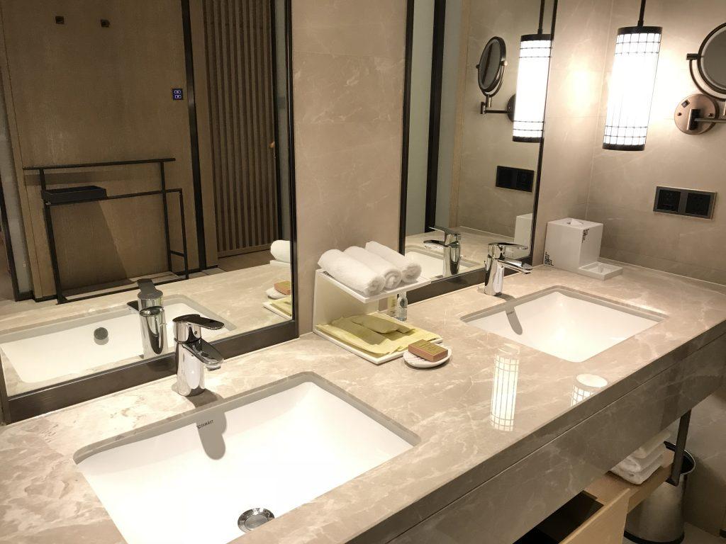 Hilton Shenzhen Shekou Nanhai-浴室有兩個洗手盆