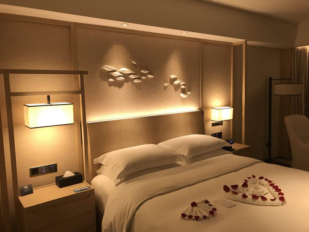 Hilton Shenzhen Shekou Nanhai-我無要求但客房部預先在睡房摺了一個心給我