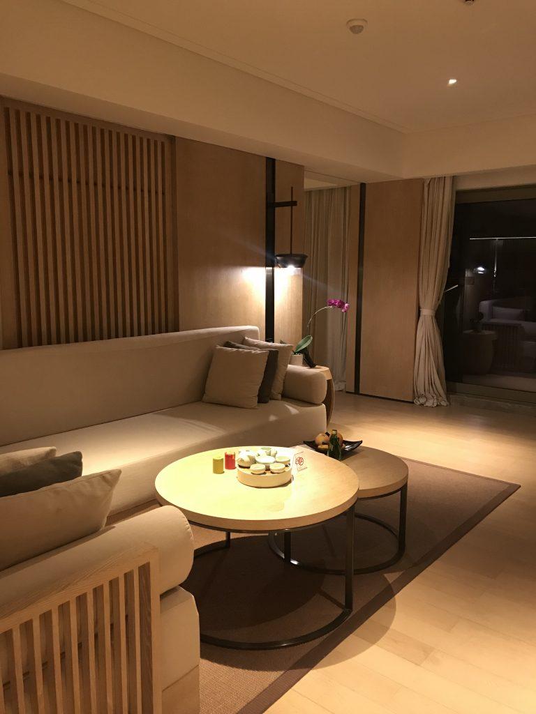 深圳蛇口希爾頓南海酒店-客廳沙發旁邊是睡房入口