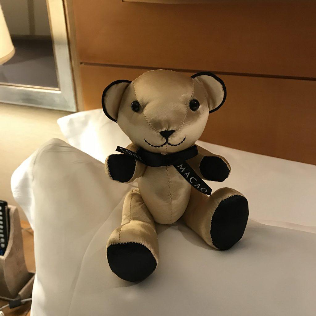 澳門金沙城中心康萊德酒店-酒店有每日夜床服務,會贈送Conrad金色熊仔