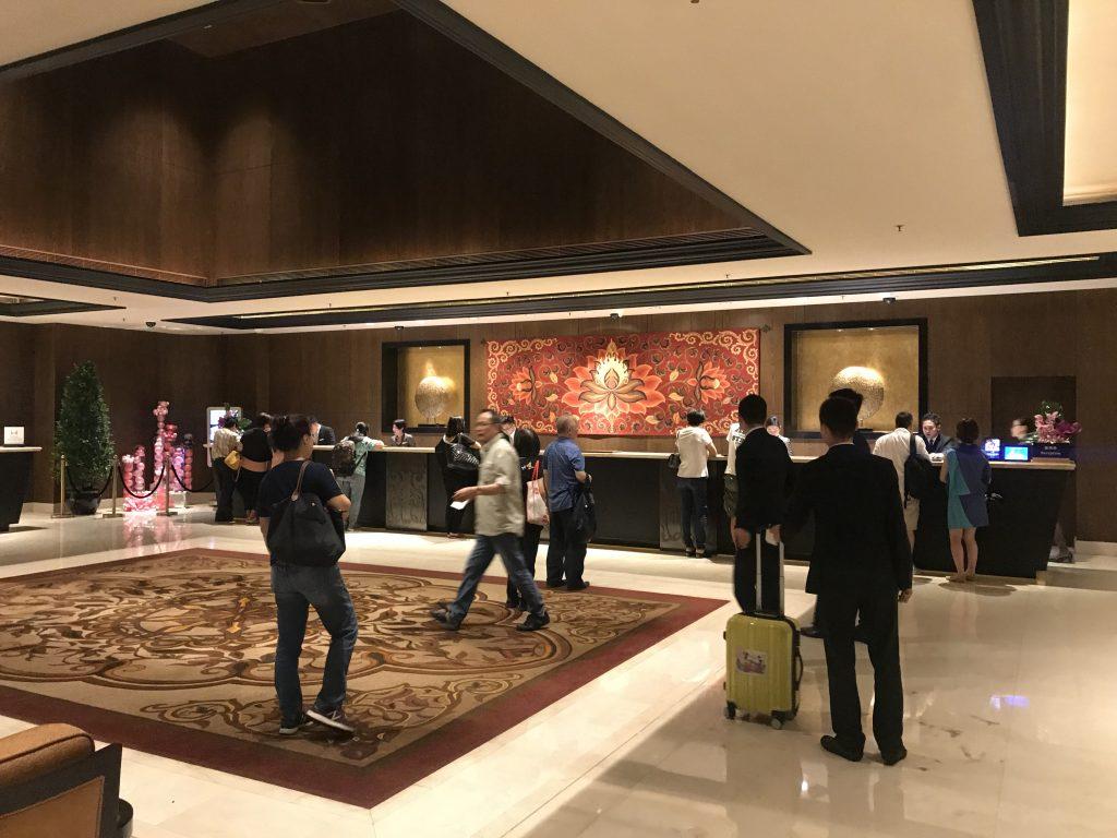 澳門金沙城中心康萊德酒店設施-酒店接待處人來人往