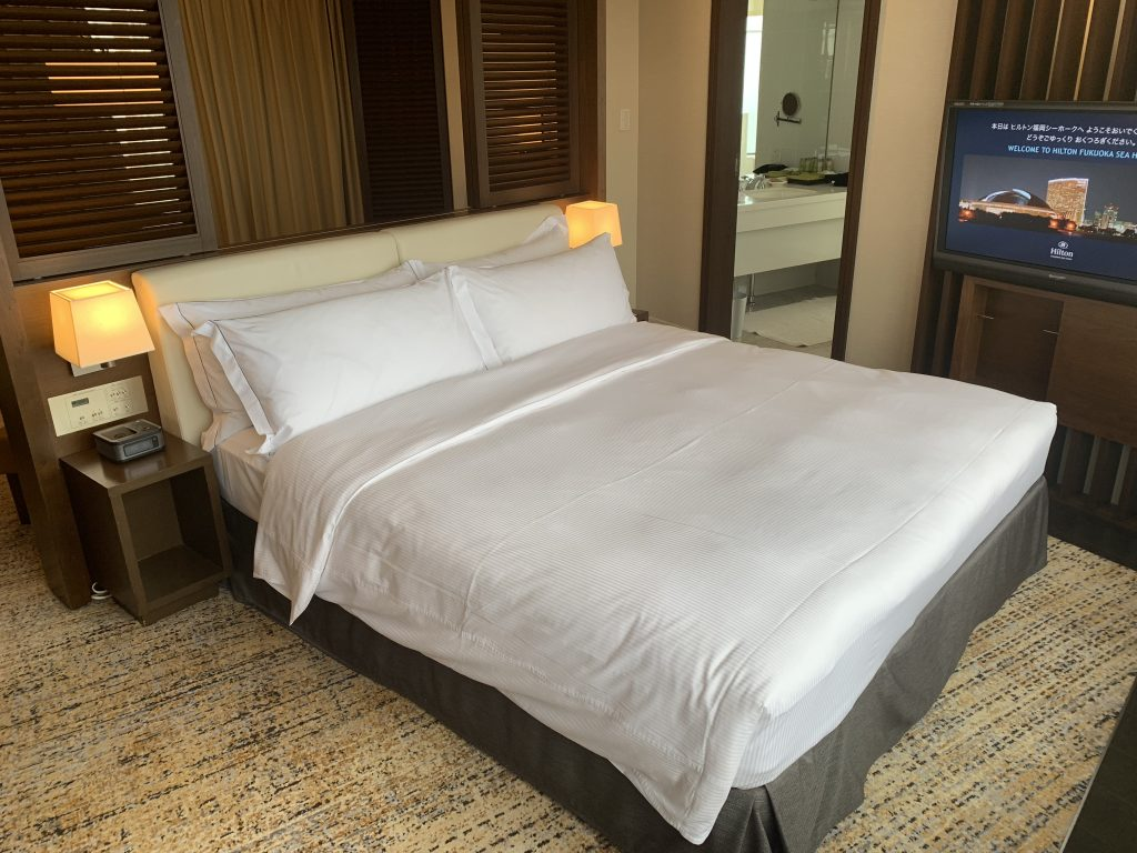 Hilton Fukuoka Sea Hawk-套房浴室在睡房旁邊