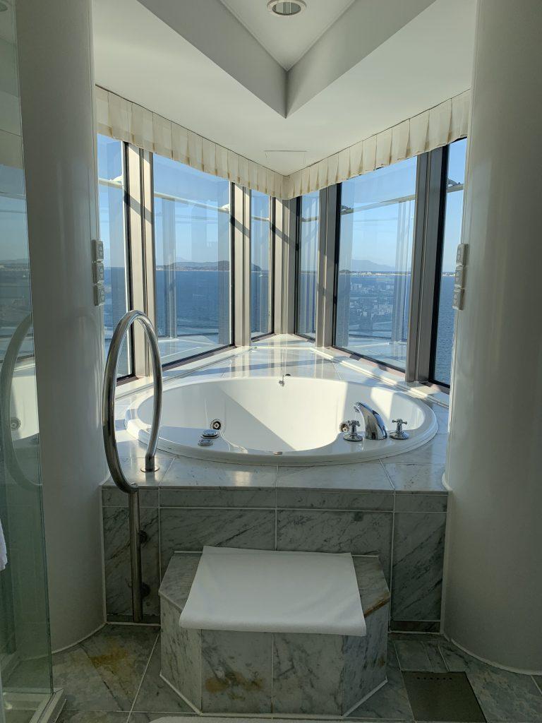 Hilton Fukuoka Sea Hawk-按摩浴缸位置左右都可望到海景