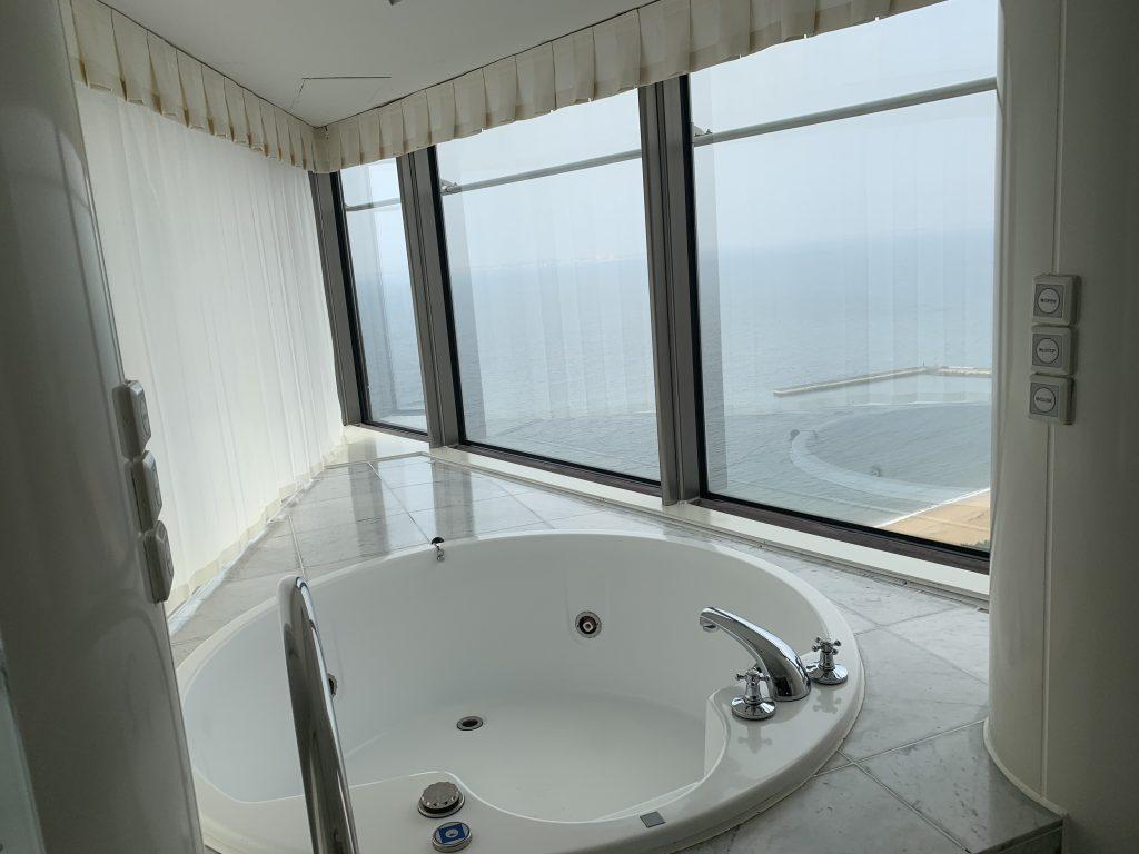 Hilton Fukuoka Sea Hawk-按摩浴缸位置可望到博多灣海景