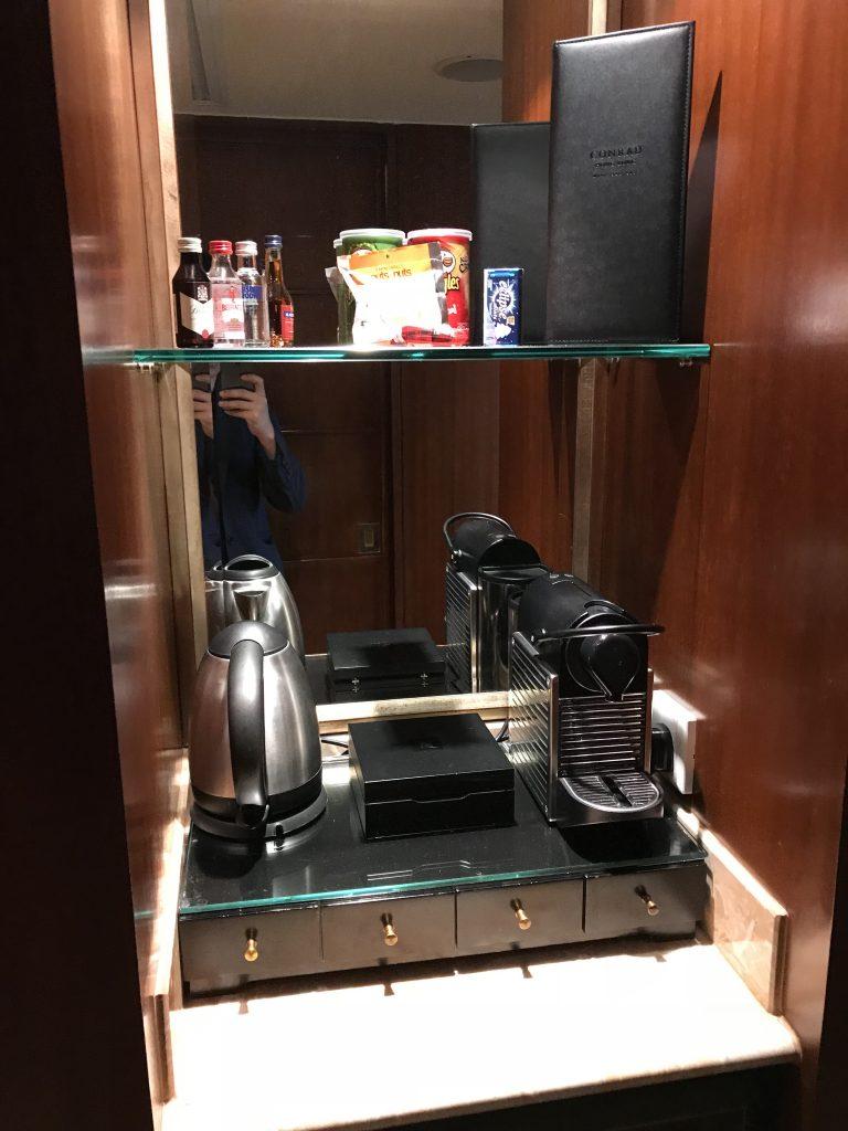 香港港麗酒店-餐飲吧有需付費零食酒水、熱水壺及Nespresso咖啡機