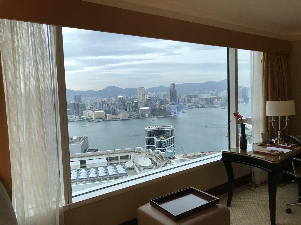 香港港麗酒店-在房間可盡覽維港及對面尖沙咀的都市景致