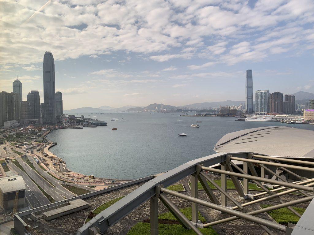 香港萬麗海景酒店-在房間可盡覽維港及灣仔會展中心景致