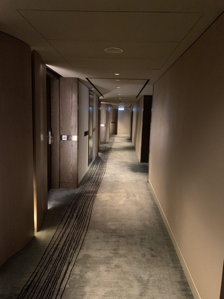 香港萬麗海景酒店-酒店客房樓層走廊