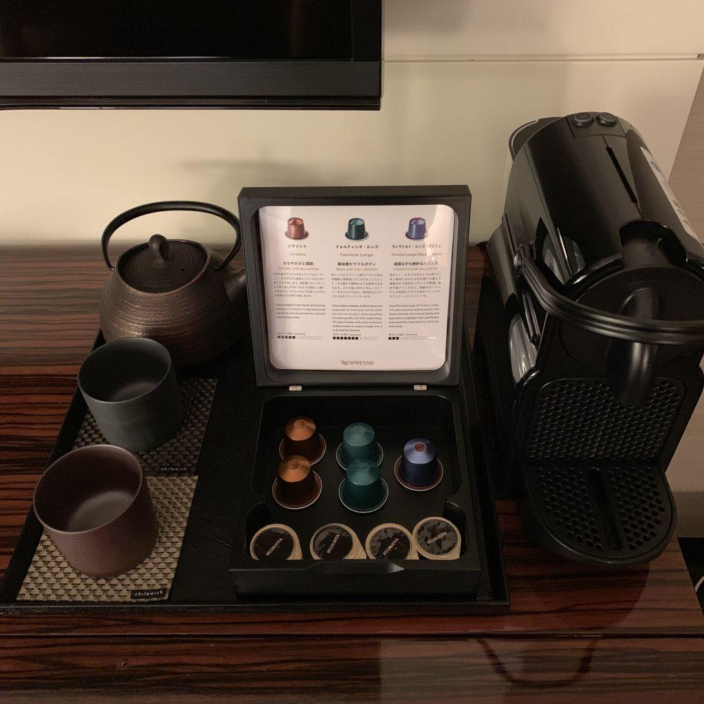 Conrad Tokyo-房間餐飲吧有茶具、Nespresso 咖啡機及咖啡膠囊