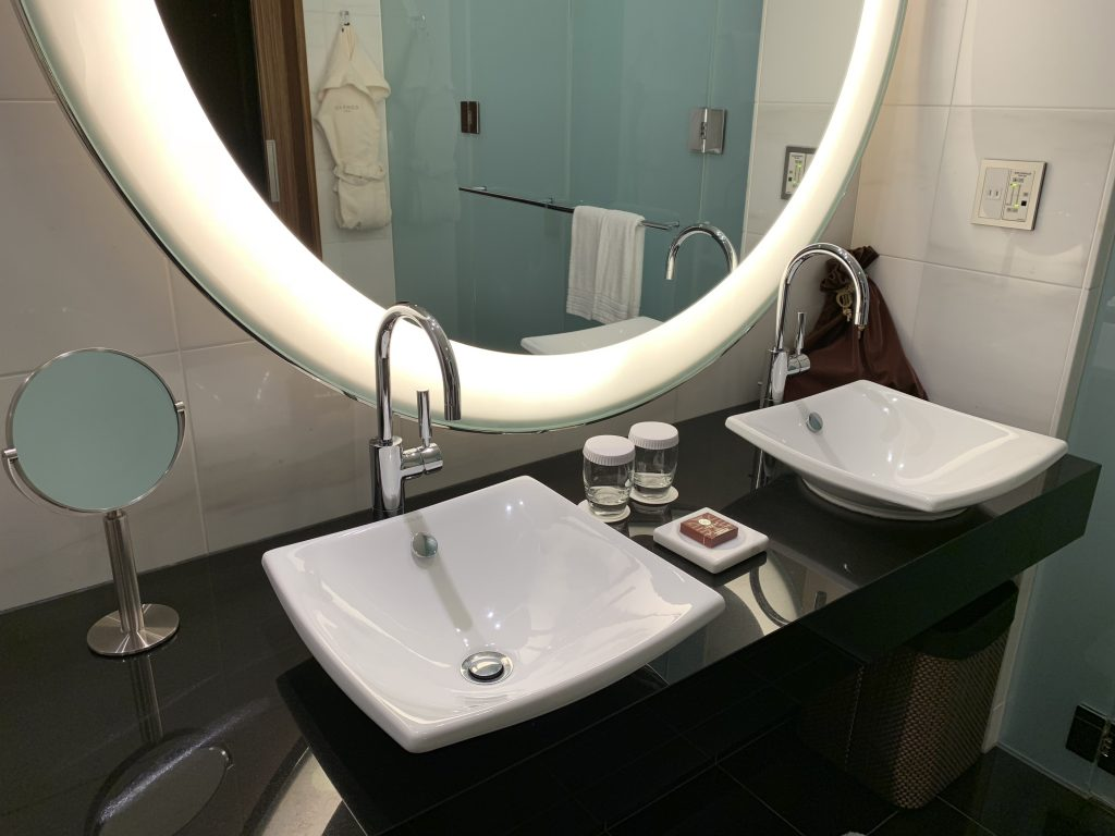 Conrad Tokyo-浴室洗手盆
