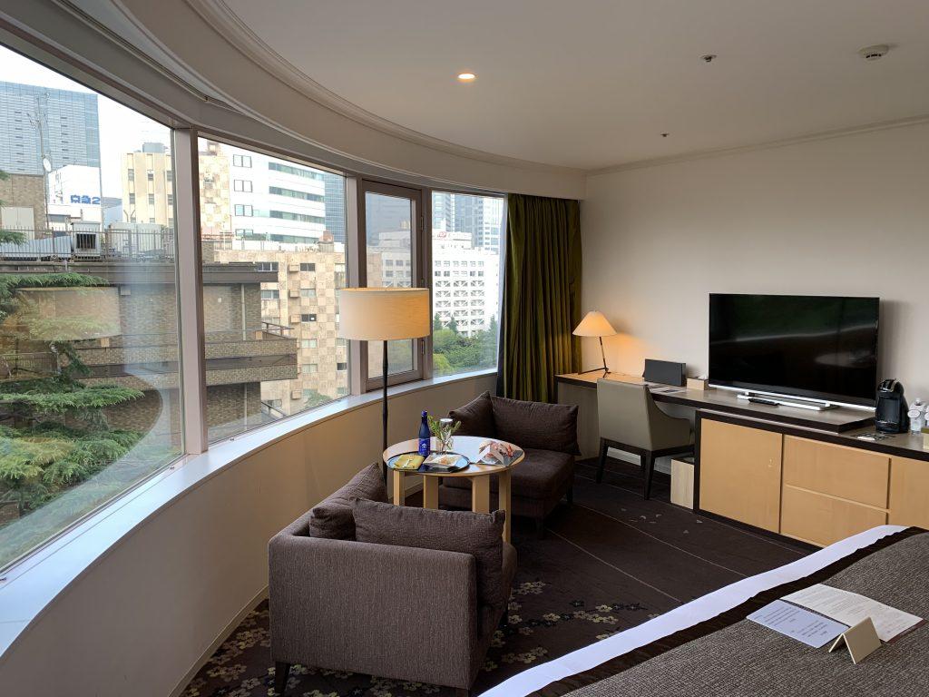 東京櫻花塔高輪皇家王子大酒店(傲途格精選)-房間單人沙發、書桌及電視區域