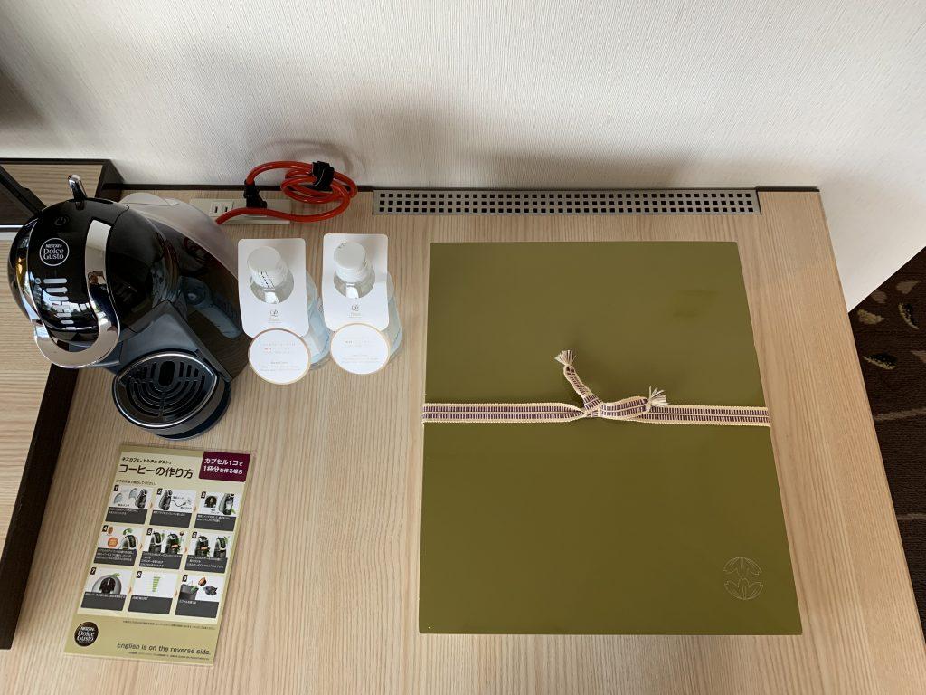 The Prince Sakura Tower Tokyo-房間電視Nespresso 咖啡機、免費樽裝水及日式盒子