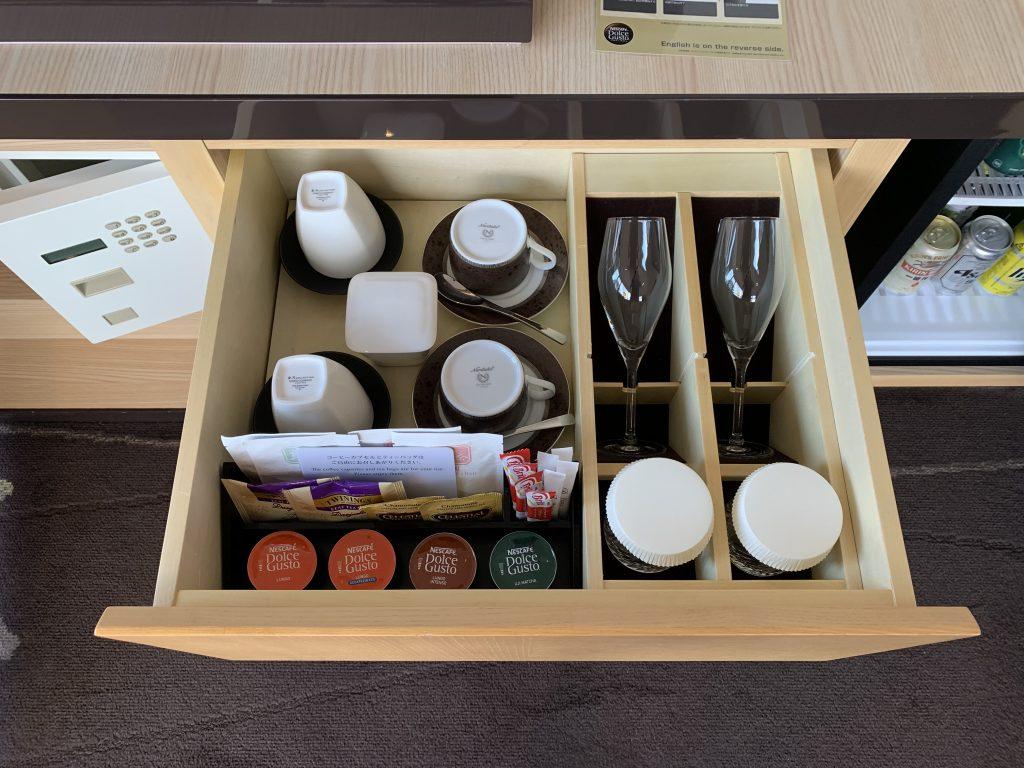 The Prince Sakura Tower Tokyo-房間餐飲吧有咖啡膠囊及各式杯子