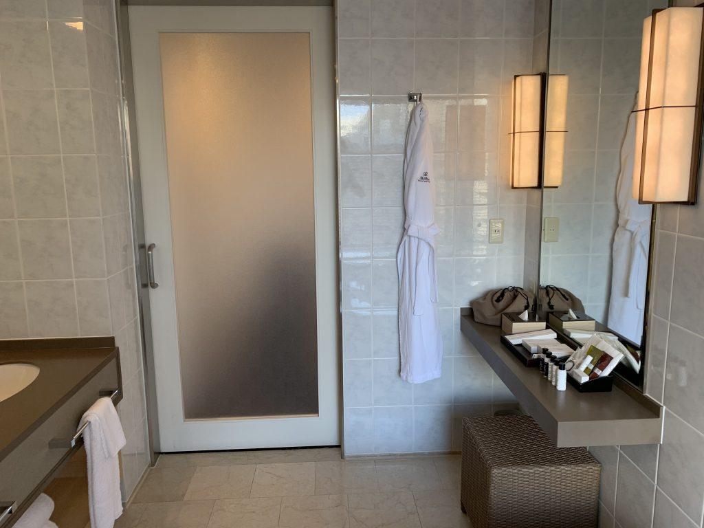 The Prince Sakura Tower Tokyo-浴室設有梳妝檯